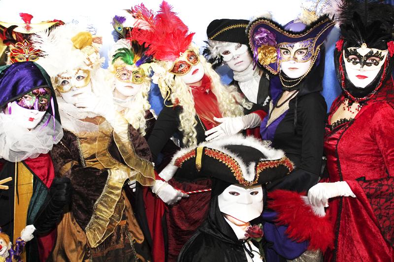 Карнавальные костюмы с венецианскими.
